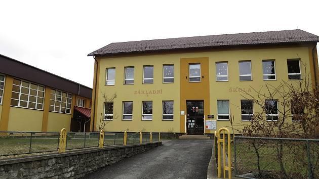 Základní škola v Tiché má pět tříd od 1. do 5. ročníku.