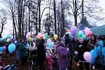 Vypouštění balónků s přáníčky v Kuníně.