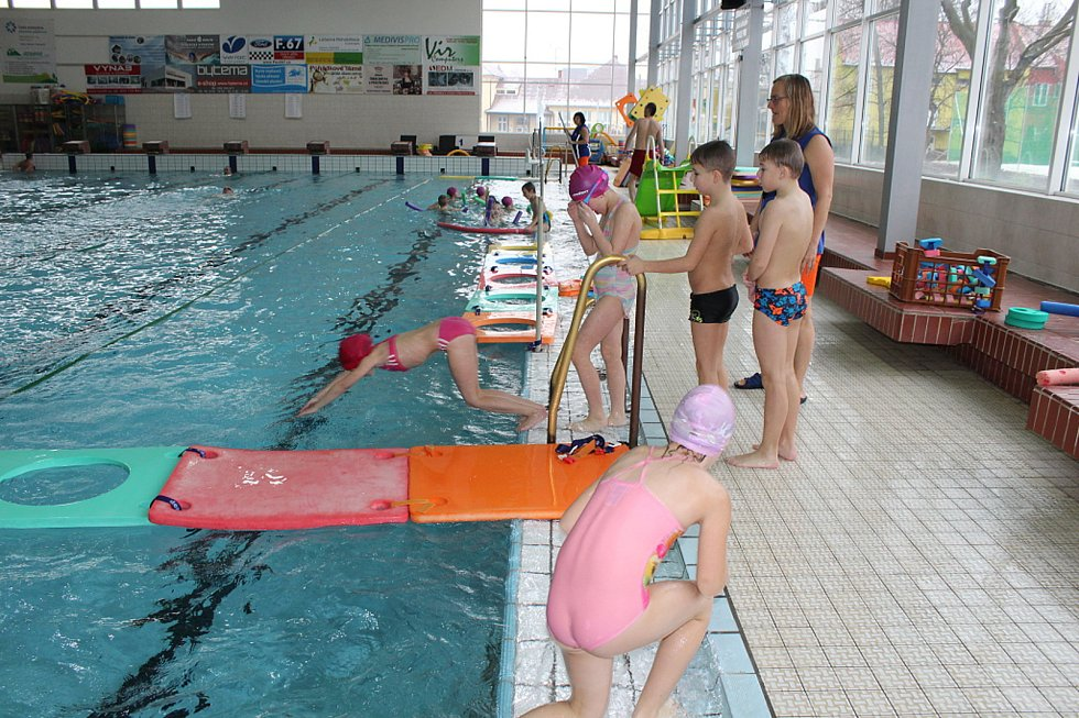 Krytý bazén po rekonstrukci a s novým relaxačním centrem otevřeli ve středu 20. prosince v Novém Jičíně.