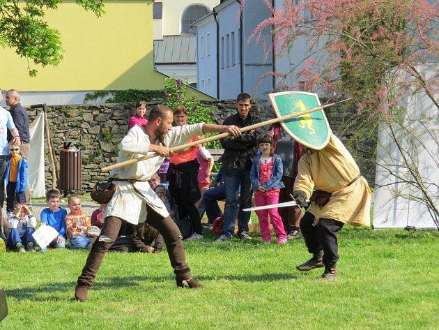 Zámecký park v Odrách hostil v pátek 20. května Den zaniklých řemesel.