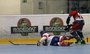 Po slavnostním zahájení mistrovství světa veteránů v in-line hokeji porazila Česká republika Velkou Británii 10:2.