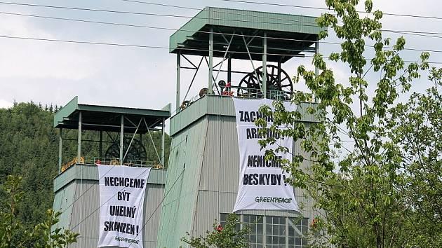 Frenštátské těžní věže obsadili 28. května 2012 členové Greenpace.