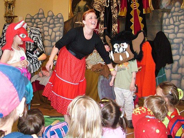 Pohádky v zámku si také vychutnali předškoláci z mateřské školy Vidče. Někteří si v nich dokonce sami zahráli.