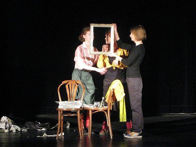 Beskydské divadlo v Novém Jičíně ožilo v sobotu 13. března v pořadí již devátým ročníkem divadelní přehlídky Opona 2010.