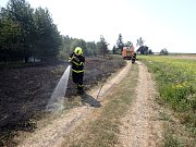 Zásah hasičů u požáru podél železnice na Novojičínsku.