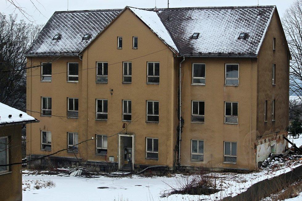 Rezidentní bydlení vznká v areálu bývalé Léčebny zrakových vad ve Štramberku. Takto vypadal areál v lednu 2021.