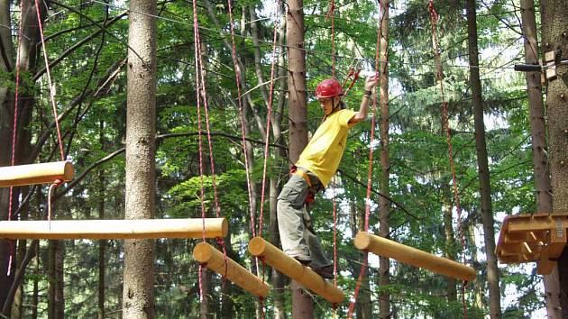 Tarzanie je jedním z hojně navštěvovaných míst v okrese.