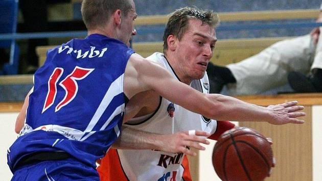 Jedno vítězství na palubovce A Plus Brno stačí basketbalistům Mlékárny Kunín k postupu do semifinále.