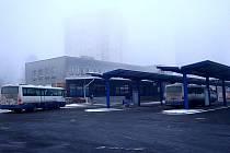 Kopřivnické autobusové nádraží se rekonstrukcí zmenšilo a zpřehlednilo.