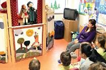 Dětské oddělení navštívil Jeníček s Mařenkou. Maňáskové divadlo potěšilo desítku nemocných dětí. Divadelníci hráli v nemocnici poprvé, ale určitě ne naposledy.