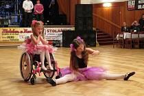 Letošní již čtrnáctý ročník motorkářského plesu v Bílovci se opět nesl v duchu pomoci některému z handicapovaných dětí. Tentokrát podpořili Karolínku Dejovou.