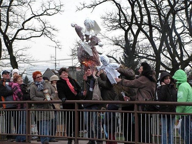 Se zimou se v neděli 20. března rozloučili obyvatelé Příbora při tradiční akci Vítání jara.