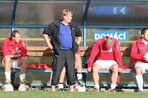 Trenér Zdeněk Huvar (v popředí) si zatím průběh zimní přípravy pochvaluje.