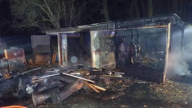 Hasiči lokalizovali požár během deseti minut, jeho celkovou likvidaci ukončili krátce po čtvrté hodině ranní.