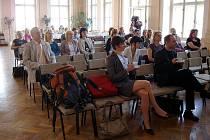 Přednášky probíhaly v aule příborského gymnázia.