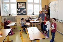 Poslední vysvědčení převzaly děti v Bílově. K 31. lednu škola ukončila provoz.
