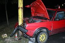 Automobil, z něhož zůstal jen vrak, mohli lidé minulý tý- den vidět ve Fulneku. Při vyšetřování policisté zjistili, že zraněná řidička jela pod vlivem drog.
