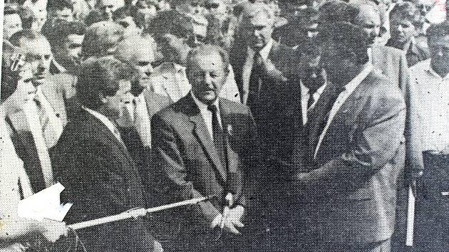 Kopřivnickou automobilku Tatra navštívil tehdejší generální tajemník ÚV KSČ Miloš Jakeš.