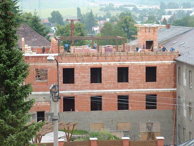 Církevní škola v Odrách v posledních letech stále buduje. Nyní vznikají nové ubytovací prostory pro studenty.