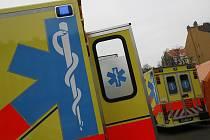 Ani lékaři nedokázali pasažérkám osobního vozu pomoci.