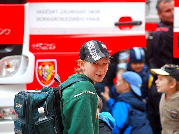 V obležení, především žáků školek a základních škol, byla v pátek 7. května novojičínská hasičská zbrojnice. Konal se zde totiž tradiční Den otevřených dveří.