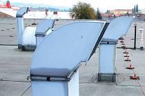 Střecha krytého bazénu je v havarijním stavu, potřebuje nutnou opravu. Ta by měla začít v létě.