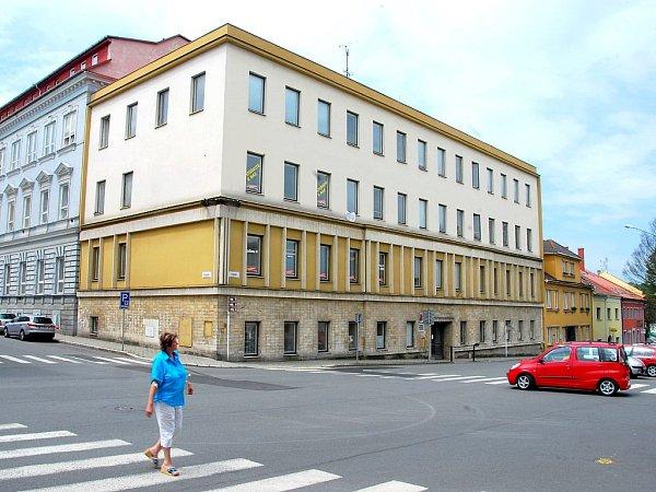 Za to však chce získat od města nemovitosti Mendelovy střední školy, která sídlí vcentru jen opár metrů dále na dohled od hotelu.