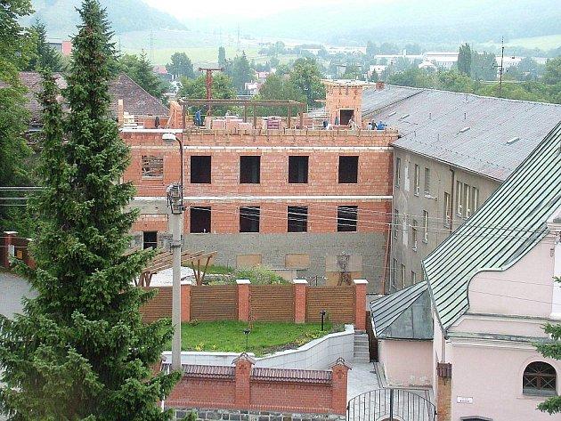 Letní měsíce v žádném případě neznamenaly volno pro řadu lidí Střední pedagogické školy a Střední zdravotnické školy svaté Anežky České v Odrách.