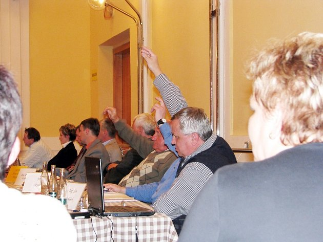 Zastupitelé Příbora schválili po dvou letech obstukcí převod Boroveckých rybníků na místní rybáře.