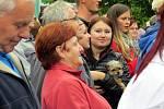 Stovky lidí přišly v úterý v podvečer na náměstí Republiky ve Studénce na setkání s prezidentem České republiky Milošem Zemanemm a hejtmanem Moravskoslezského kraje Ivo Vondrákem.