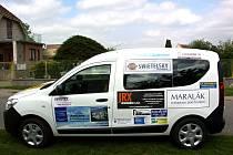 Nový sociální automobil převzali v úterý 4. června zástupci Domova pro osoby se zdravotním hendikepem Karmel v Tiché.