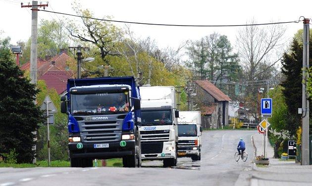 Řidičů kamionů je málo. Některým firmám chybí především ti zkušení.