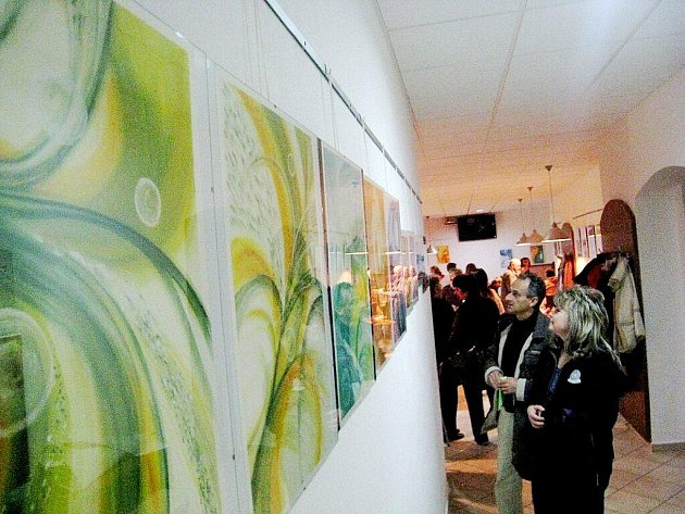 Ve Fulneku začala výstava automatické a intuitivní kresby, skrze které by měl k návštěvníkům promlouvat vesmír.