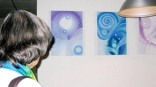 Výstava automatické a intuitivní kresby. Ilustrační fotografie.