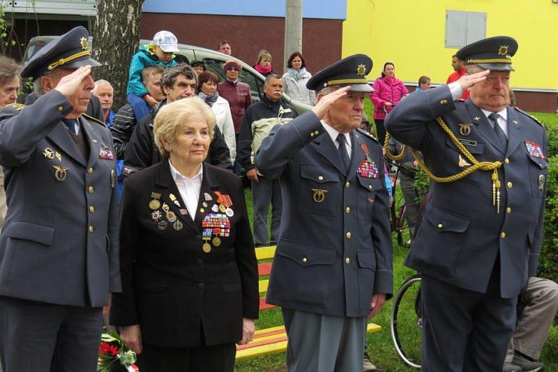 V Suchdole nad Odrou si připomněli 70. výročí od konce druhé světové války. U této příležitosti tam odhalili nové pamětní desky se jmény padlých rudoarmějců.