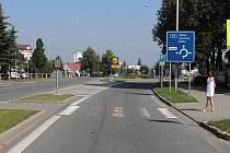 Policie hledá svědky dopravní nehody, při které byla sražena desetiletá školačka. Událost se odehrála ve čtvrtek 20. června ve třičtvrtě na osm na silnici ulice Sokolovská.