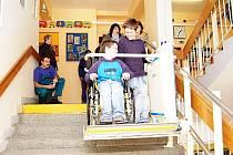 Plošiny pomáhají žákům dostat se do pater, kde se nacházejí odborné učebny.