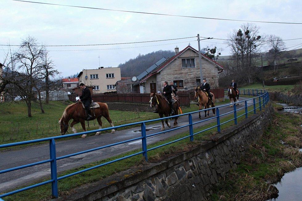 Jízda kolem osení v Lukavci u Fulneku se uskutečnila i letos, a to v neděli 4. dubna 2021. Kvůli vládním opatřením se jela už brzy ráno a v omezené verzi.