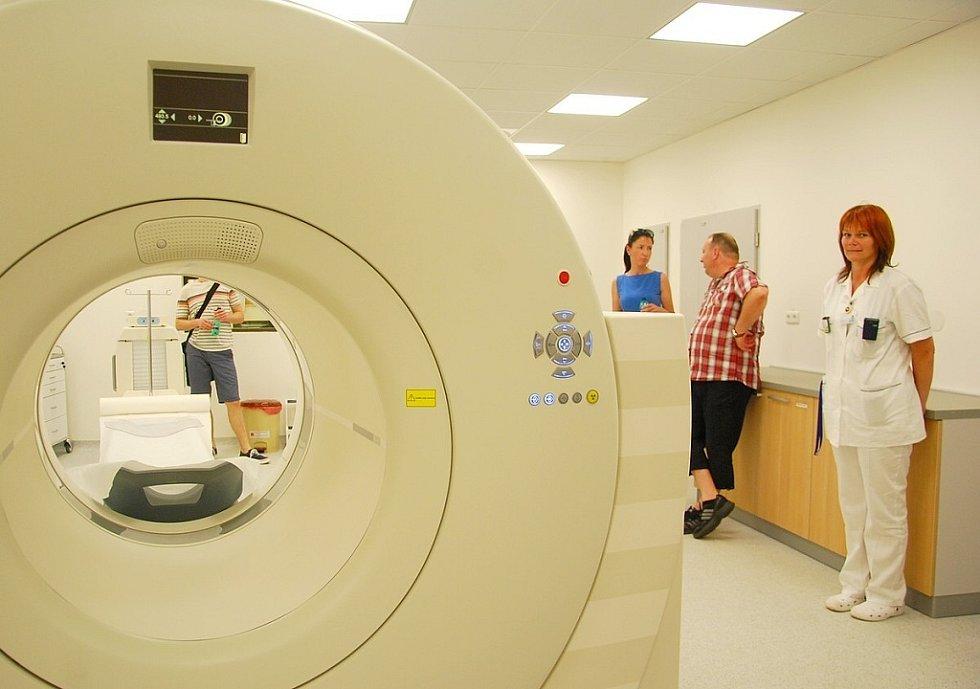 Špičkový PET CT přístroj pomáhá lékařům při diagnostice.