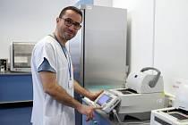 Odborný garant Laboratoře molekulární biologie AGELLAB v Novém Jičíně Spiros Tavandzis.
