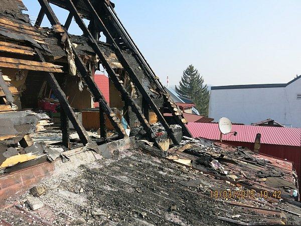 Požár napáchal na domě vPříboře škodu na 400tisíc korun.