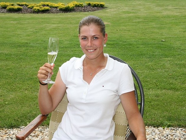 Lucie Hinnerová. Po vítězném finále čekala na talentovanou golfistku zasloužená oslava.