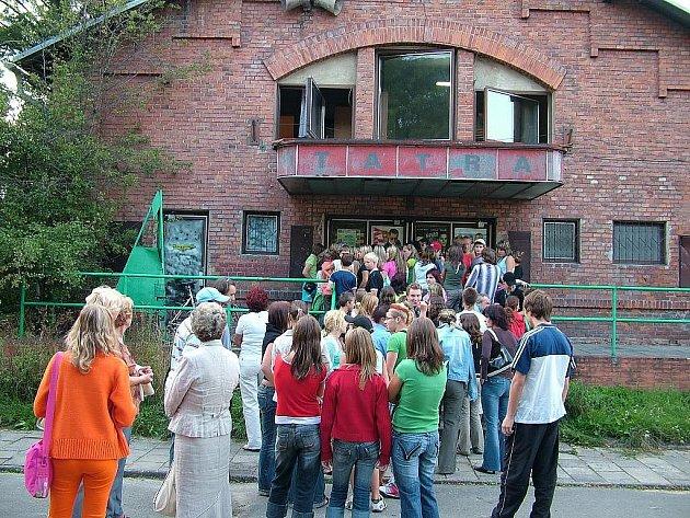 Labutí píseň studéneckého kina v srpnu 2006. Ilustrační foto.