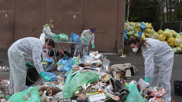 Vedení Bílovce se rozhodlo zjistit podrobnější informace o tom, do jaké míry bílovečtí občané třídí odpad a jaké druhy odpadů nejčastěji vyhazují do směsných popelnic.