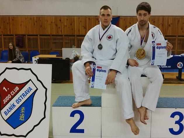 Parádní představení předvedli v silné konkurenci na závodě Českého poháru v Ostravě judisté Závišic. Na snímku stříbrný David Hyvnar (vlevo) a zlatý Adam Kahánek.
