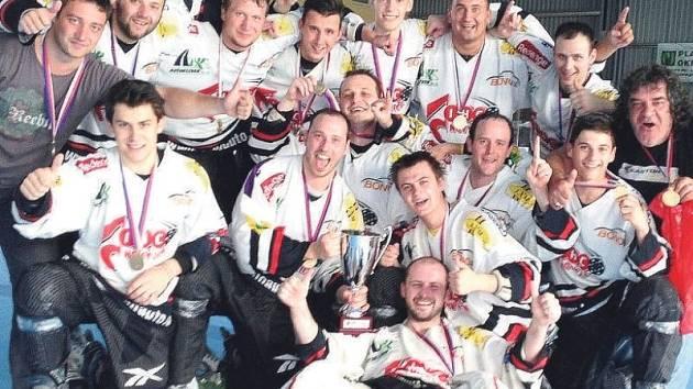 Historického úspěchu dosáhli o víkendu in-line hokejisté Nového Jičína, kteří ovládli finálový turnaj I. ligy.