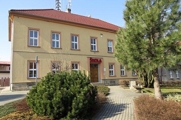 Základní škola vBernarticích nad Odrou má čtyři třídy.