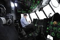 Jako v reálu vypadá let v simulátoru vrtulníku Mi-171, který zprovoznila firma HTP Ostrava v Mošnově. Podle jednoho z instruktorů výcviku je podobnost s letem ve skutečném stroji zhruba devadesátiprocentní.