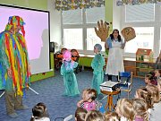 Ředitelka ZŠ Lubina Ivana Davidová (na fotografii dole) vidí za výsledky a zájmem o svou malou školu práci a nadšení všech členů tamního pedagogického sboru.