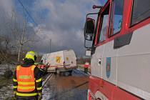 K nehodám došlo na silnici mezi Bílovcem a Slatinou na Novojičínsku v úterý dopoledne.